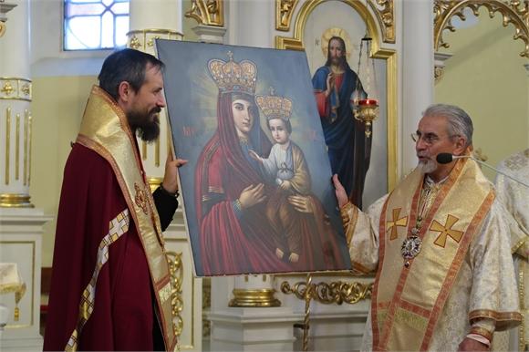 Vladyka Milan Chautur podaroval veriacim v USA ikonu Klokočovskej Bohorodičky