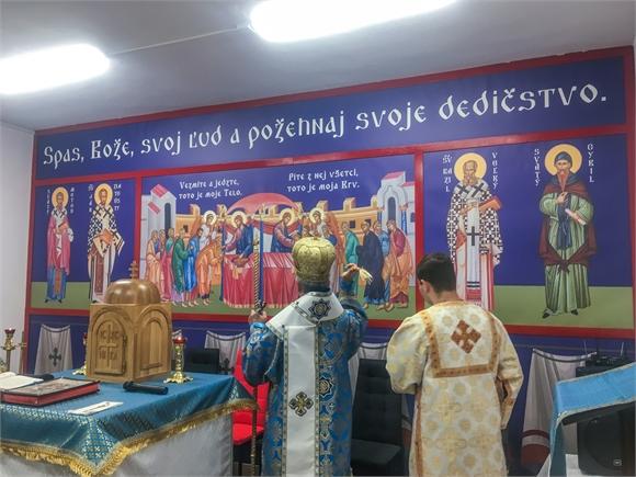 Vladyka Milan Chautur posvätil v Družstevnej pri Hornáde nové ikony